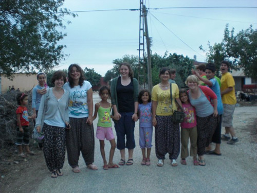 Shannon McDonald with friends in Yarımca, Turkey, during her Community Ambassador trip to Turkey.