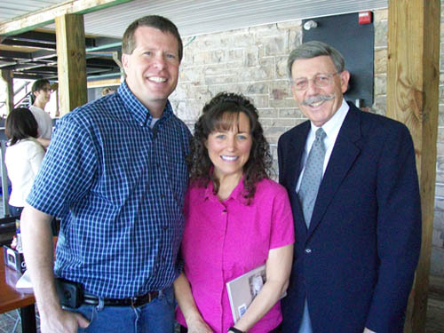 Jim Bob and Michelle Duggar (right) poses with Village of Lewiston Mayor Terry Collesano. (photo by Joshua Maloni)
