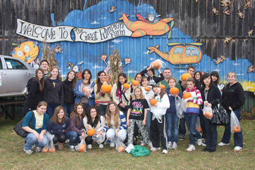 Lew-Port students and their guests from Colegio Juan Agustin Maza got a taste of the Halloween tradition at the Great Pumpkin Farm in Clarence. (photo by Janet Schultz)