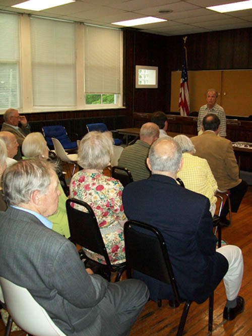 Richard Soluri leads a Robert Moses Parkway conversation at Thursday's Parkway Preservation Committee meeting.