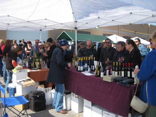 Shown are guests at the 2009 Sanborn Winetique Festival.