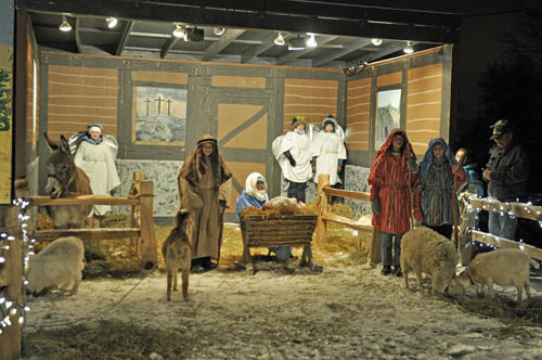 A living nativity scene is on display until Christmas at Niagara Presbyterian Church. (photo by Kevin & Dawn Cobello)