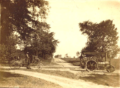 For more than a century since its birth, the Town of Niagara was mainly a farming community with much of the local activity centered around the Military Road area. This photo shows Six Corners, looking north on Military Road in 1918.